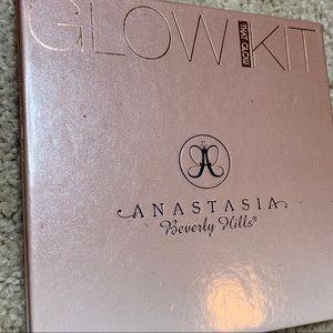 Anastasia Beverly Hills Glow Kit